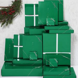 La Maison Simons et leurs reconnaissables boîtes vertes émeraude.