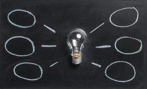 Une ampoule génère des idées de stratégies de contenus