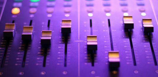 Embaucher un ingénieur de son à la pige peut aider votre entreprise de plusieurs façons !