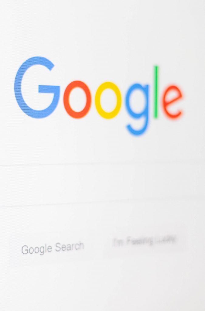 Référencer son entreprise sur Google permet de profiter de toute la puissance du premier moteur de recherche au monde.