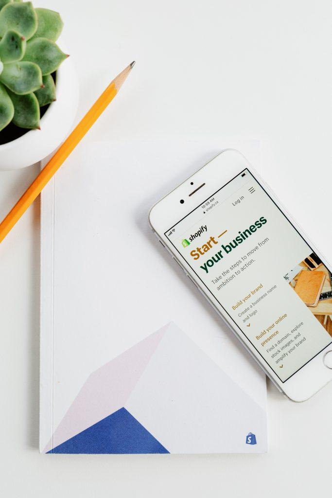 Un programmeur Shopify peut vous aider à maximiser votre utilisation des fonctionnalités de la plateforme.